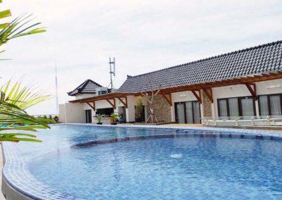 Sky-Pool-sundeck-lounge